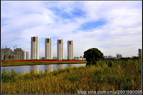 新建的住宅园区遍布蒲河两岸