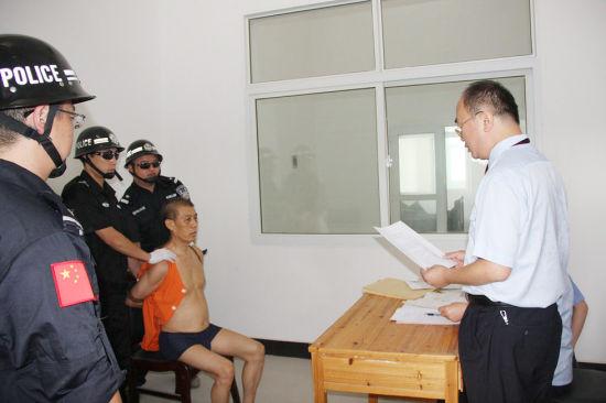 法院向陈大坤宣读执行死刑命令