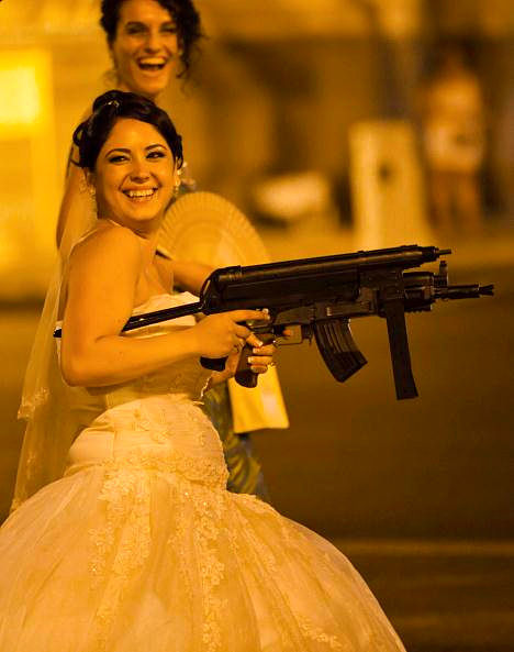玩的正嗨的新娘