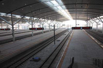站台,旅客在此上下车。