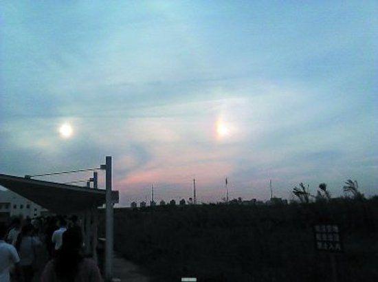 """天空出现两个""""太阳"""""""