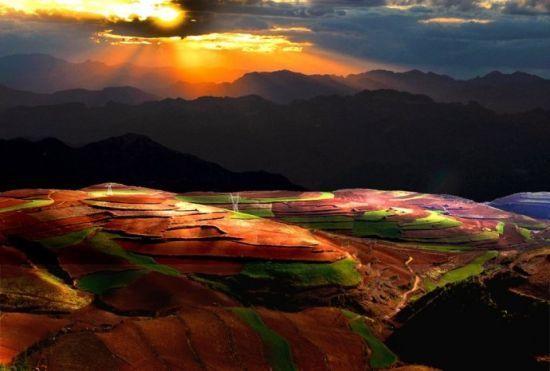 新浪旅游配图:美丽的东川 摄影:快乐人生