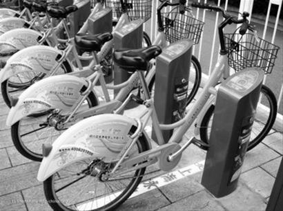 这是上海的公共自行车,沈阳的公共自行车与上海的非常相似。 资料片