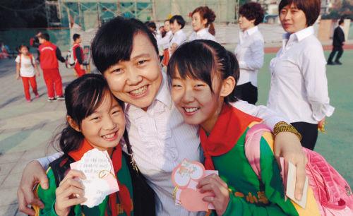 这个教师节沈阳老师先给学生送礼(图)_教育频