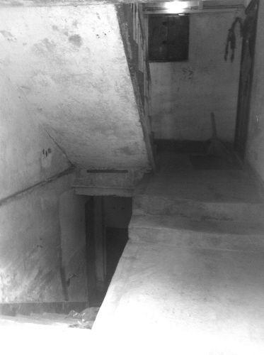 楼道内的深洞