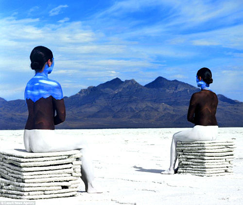 山是活的!法国艺术家让-保罗镜头下的女人和山