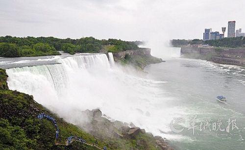 在美国纽约州与加拿大安大略省交界处拍摄到的尼亚加拉瀑布 侯俊 摄