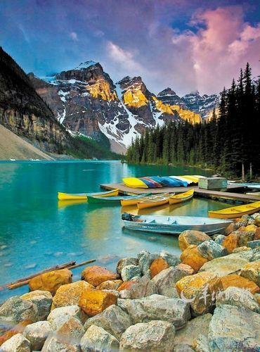 日出时分在加拿大落基山脉班夫国家公园拍摄的莫兰湖 邹峥 摄