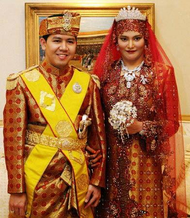 2007年6月文莱公主婚礼上Majeedah Nuurul Bulqiah公主和新郎