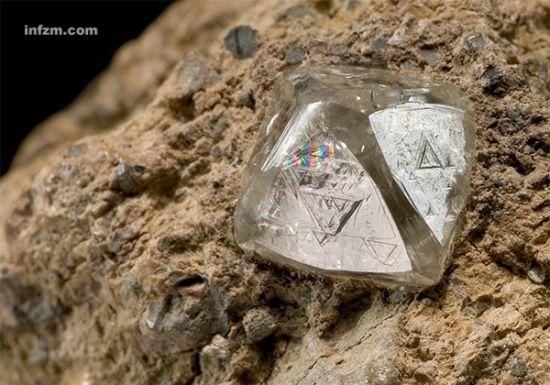 金伯利岩中的钻石晶体。 (open.ac.uk/图)
