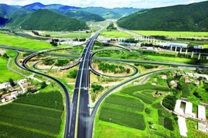 漂亮大气的丹通高速公路