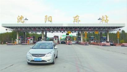 昨日下午,沈阳东站。工作人员表示准备就绪,还准备了应对车流激增预案。 记者 白琳 摄