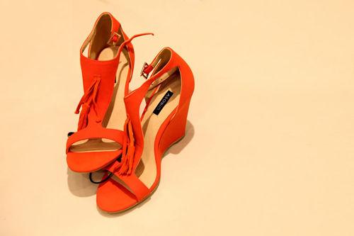 橘色凉鞋 399元