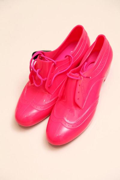 荧光粉色鞋 69元