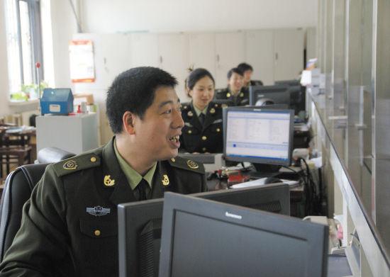 沈阳市交通局铁西分局强化窗口工作人员微笑服务意识,努力打造特色综合业务大厅