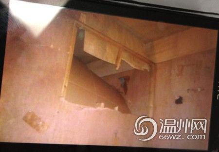 上图就是办案民警在案发现场看到的废弃空调洞。