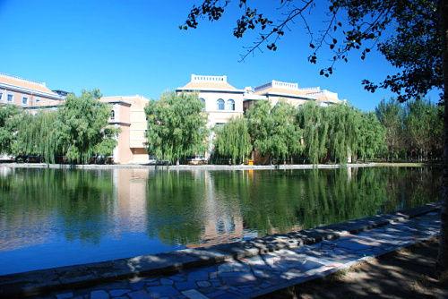 渤海大学秋景 不可复制的人文环境图片