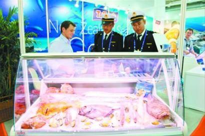 大连海关为渔业博览会保驾护航 汪晓驰 王荣琦摄