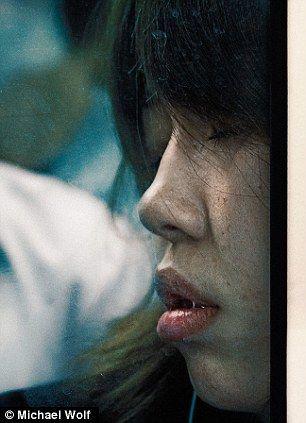 东京地铁中的上班族