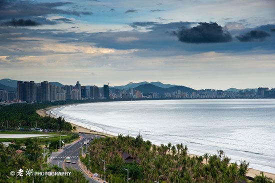 新浪旅游配图:美丽的三亚湾 摄影:老湖