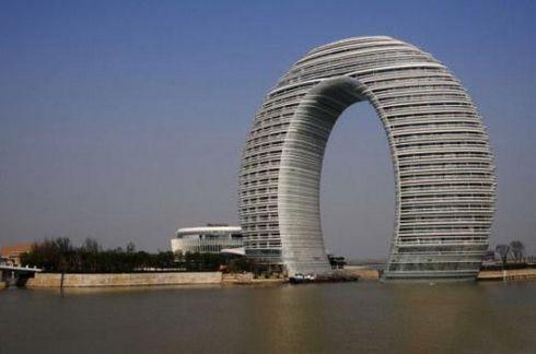 太湖边七星级酒店走红 被调侃外形似马桶盖