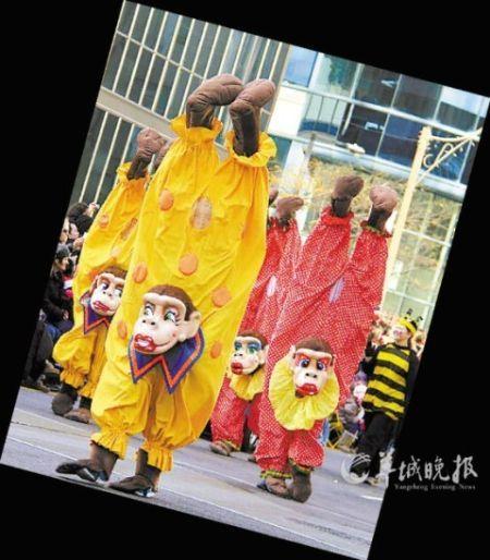 加拿大多伦多举行第108届圣诞大游行 张子倩 摄