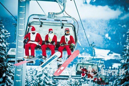在惠斯勒乘坐缆车的圣诞老人 加拿大不列颠哥伦比亚省旅游局供图