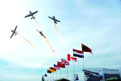 """在""""2012沈阳法库AOPA国际飞行大会""""上的空中表演。"""