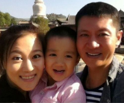 高秀敏29岁女儿李萱全家福