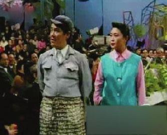 杨蕾与赵本山表演的小品《小九老乐》是赵本山巩固自身春晚地位的关键一环,但令人遗憾的是,仅只与她合作了一次。