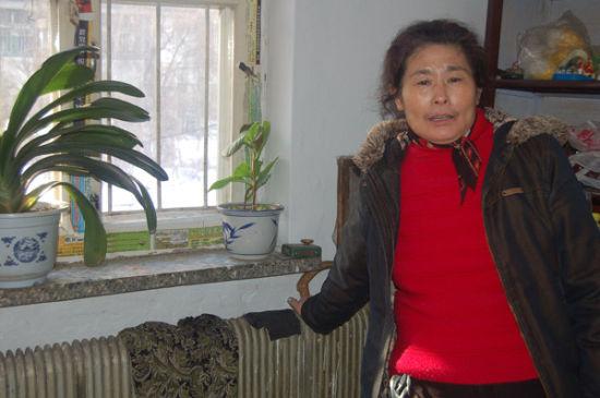 小区居民王大娘摸着冰凉冰凉的暖气