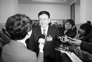 沈阳市市长陈海波接受记者采访
