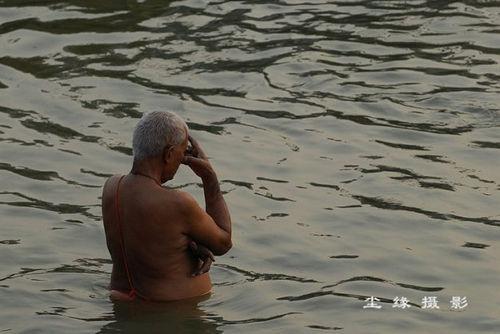 冥想的印度老者(点击更多高清美图)