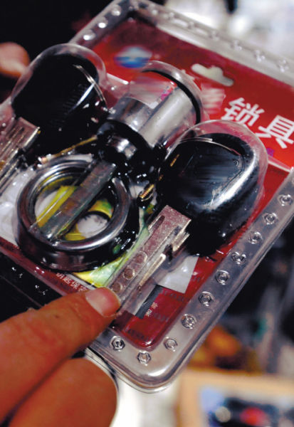 已经被淘汰的磁性锁具让人不安