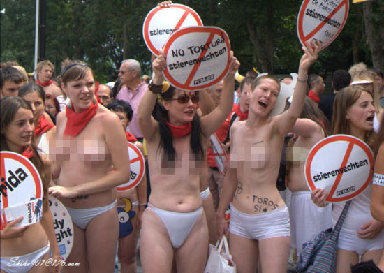 抗议奔牛节(点击获取更多精彩图片)