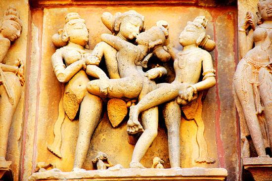 寺庙内的性爱雕刻