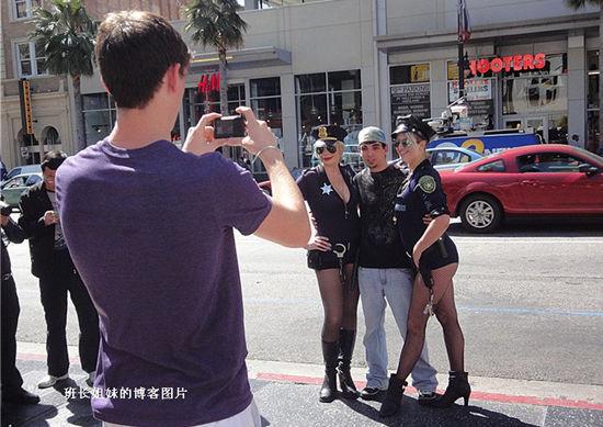 美国好莱坞街头妖娆女警察(点击查看更多精彩图片)