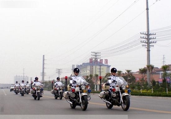 中国山东滨州首支女子骑警中队
