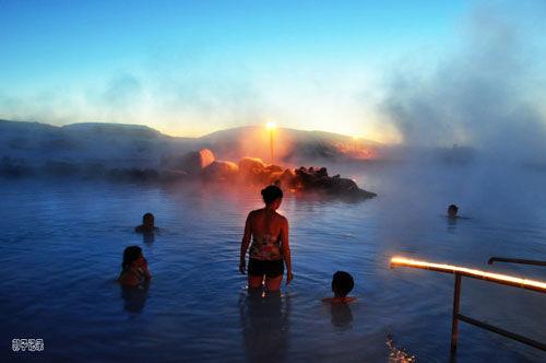 冰岛露天天然温泉湖