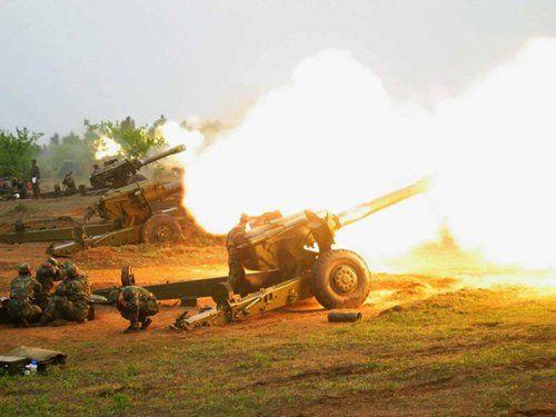 资料图:解放军榴弹炮实弹射击