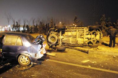 交警提醒近几天道路湿滑,司机要减速慢行