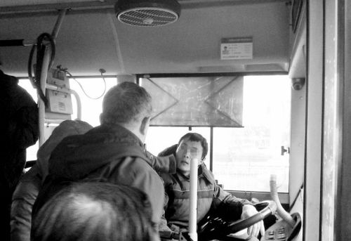 年轻的公交司机拒不道歉