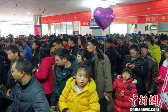 2月14日,大年初五,重庆永川区客运中心人头攒动。