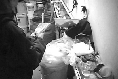 黑洗洁精就是在这种无序的环境中生产出来的。本组图片均由记者 陶刚 摄