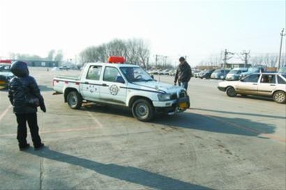 考试规则变化,学员比以往更加认真地练车。 记者 吴怀宇 摄