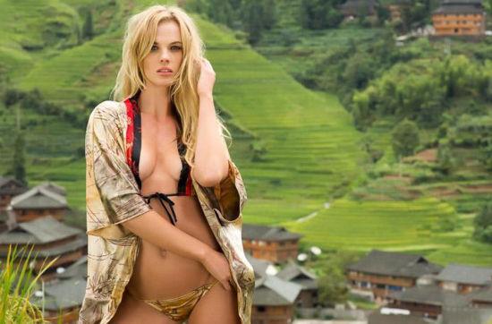 女模Anne V来到广西桂林拍摄写真。