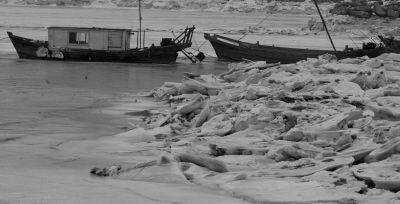 这个冬天我市近海海冰冰期长、冰情重。