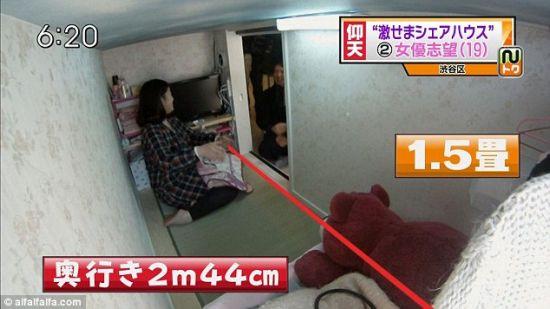 Chisato的房间只有一张半榻榻米这么大。