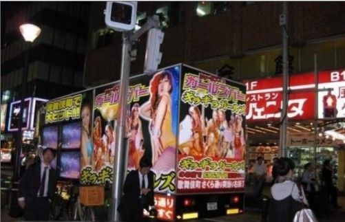 于新宿靖国大道北侧的歌舞伎町