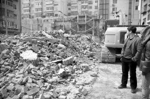 供暖公司的办公楼和锅炉房变成一片废墟